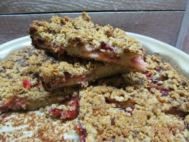 фото рецепта: Пирог со сливами творогом и штрейзелем
