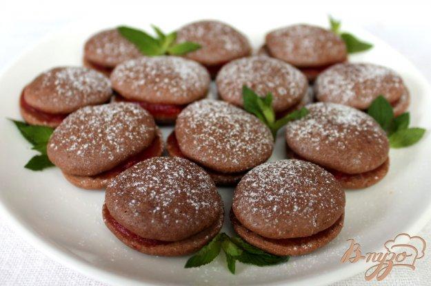 Бісквітне печиво з какао і прошарком полуничного смузі. Як приготувати з фо ...