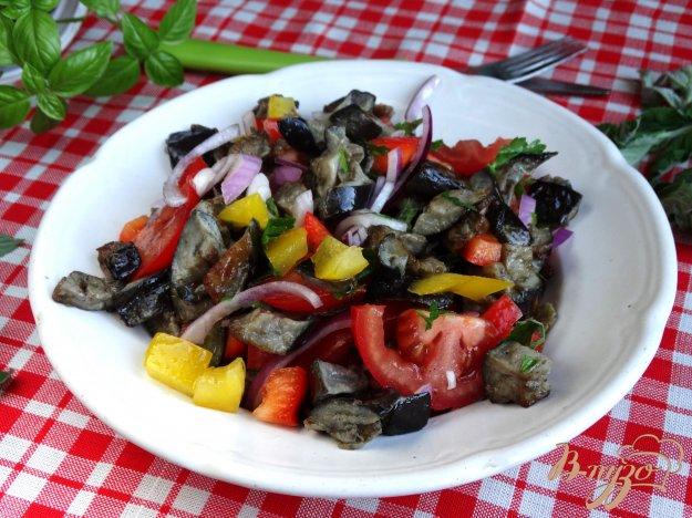 фото рецепта: Теплый овощной салат с баклажанами и мятой