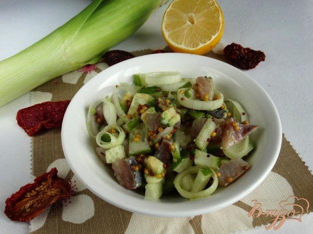 фото рецепта: Салат с сельдью и авокадо