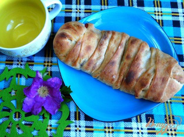 фото рецепта: Пирог-плетенка с вишней и сыром