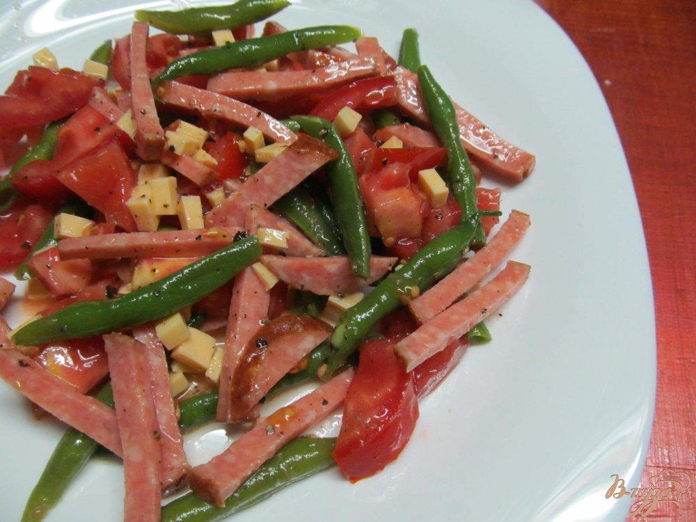 Салат фасоль колбаса помидором
