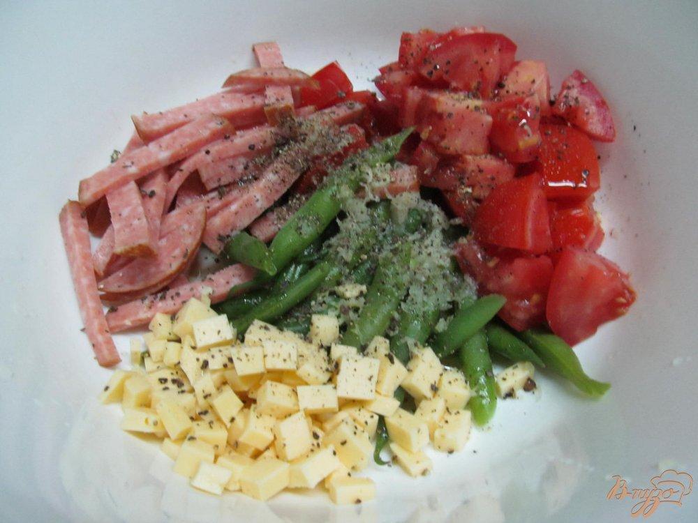 салат с со стручковой фасолью и колбасой рецепт