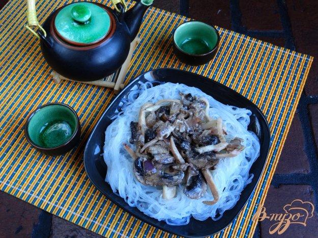 фото рецепта: Рисовая лапша с кальмарами и грибами