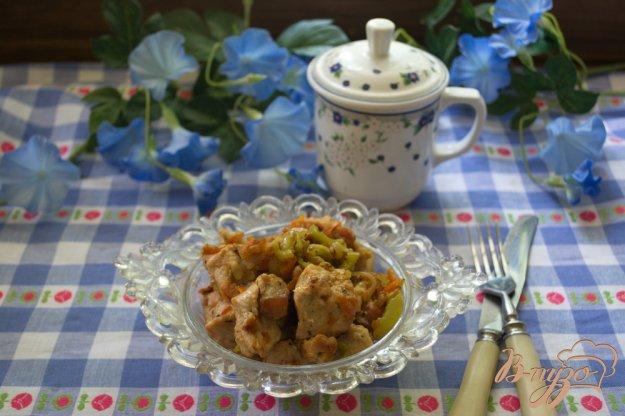 фото рецепта: Индюшатина, тушеная с кабачком и другими овощами