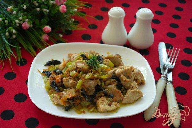 фото рецепта: Мясо с черносливом и кабачком