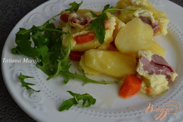 фото рецепта: Картофельная запеканка с морковью и ветчиной