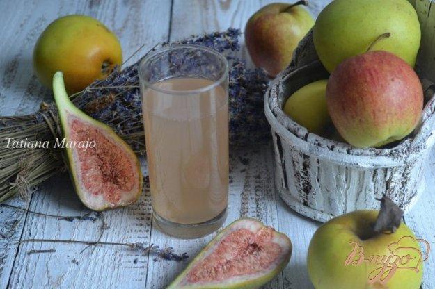 фото рецепта: Компот из яблок и инжира с лавандой