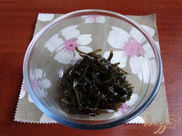 Рецепт Салат с морской капустой и крабовыми палочками