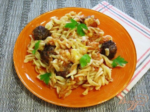 фото рецепта: Паста с соусом и фрикадельками