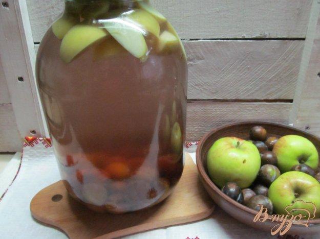 фото рецепта: Компот из сливы с яблоками и специями