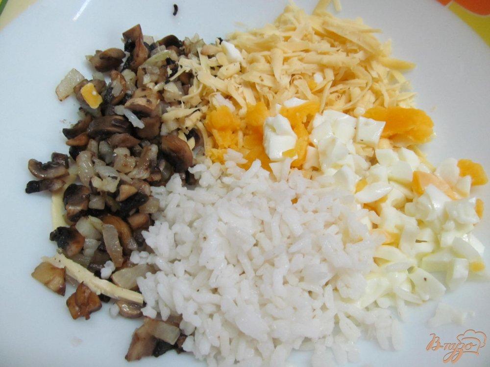 Фото приготовление рецепта: Голубцы из пекинской капусты с грибами шаг №4