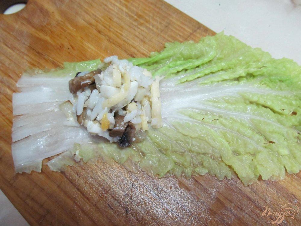 Фото приготовление рецепта: Голубцы из пекинской капусты с грибами шаг №5