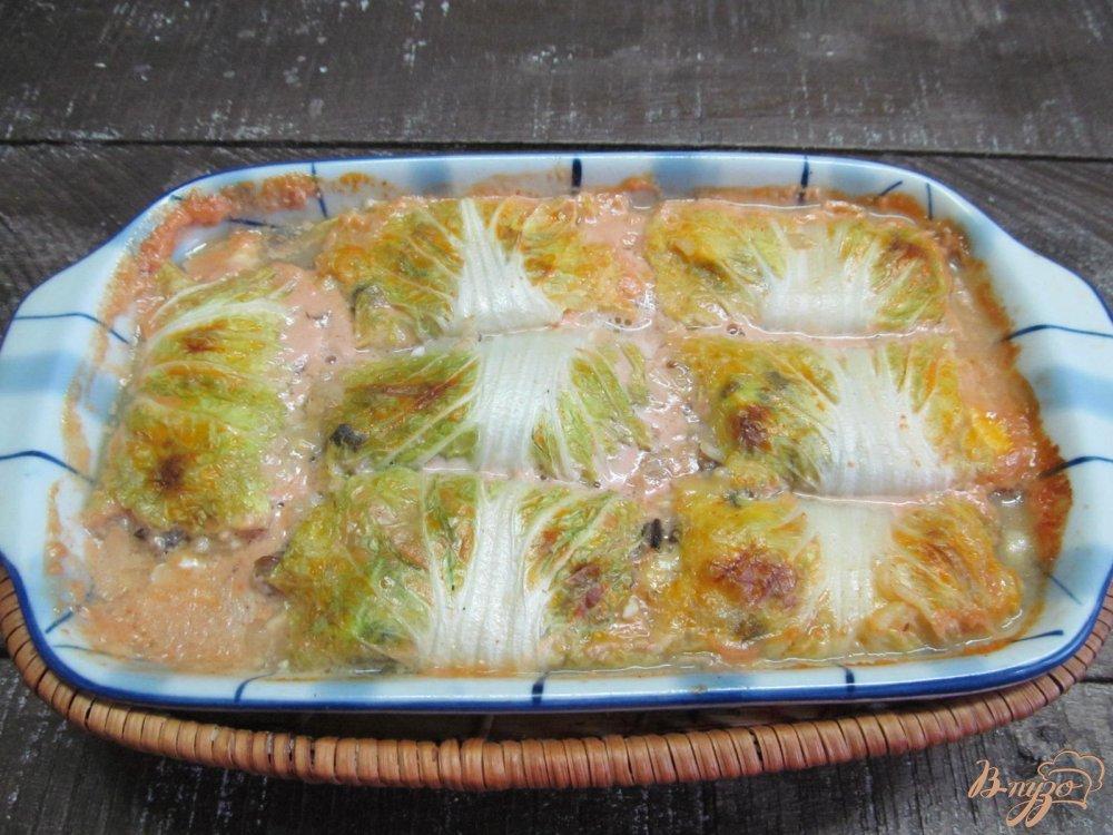 Фото приготовление рецепта: Голубцы из пекинской капусты с грибами шаг №9