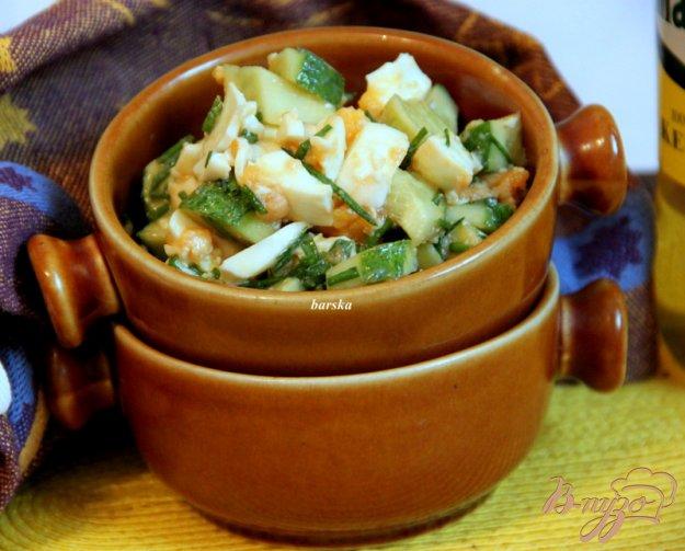 фото рецепта: Салат из огурца и яйца...