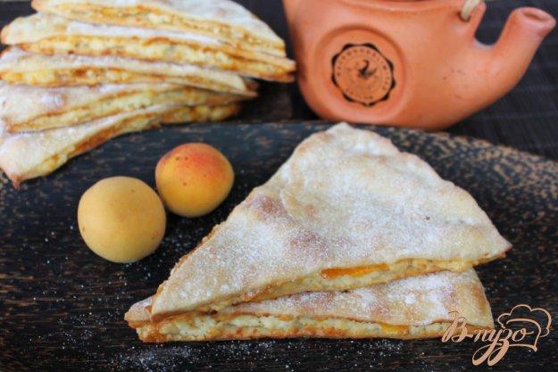 фото рецепта: Треугольники с творогом и абрикосом