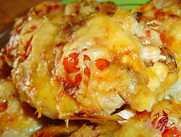 фото рецепта: Свинина с помидорами, опятами под сыром