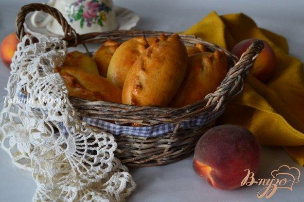 фото рецепта: Пирожки с начинкой из персиков