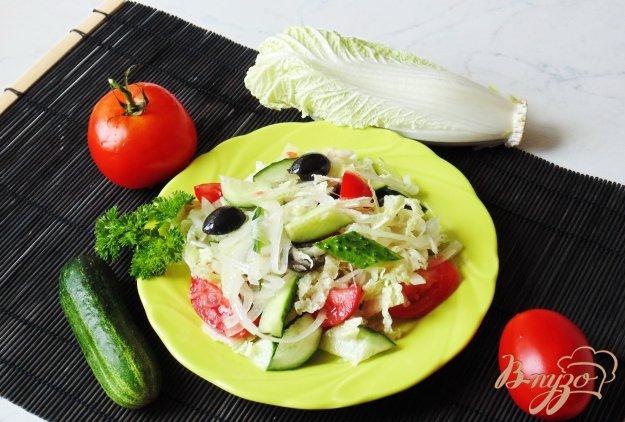 фото рецепта: Салат из пекинской капусты с маслинами
