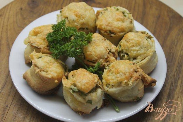 фото рецепта: Завитушки с зеленью и чесноком под сыром
