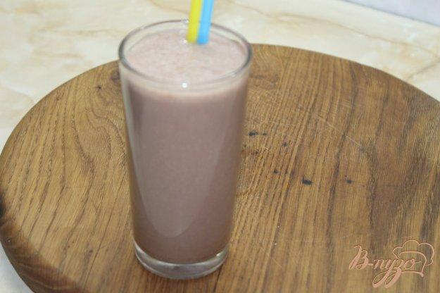 фото рецепта: Шоколадно - банановый молочный коктейль