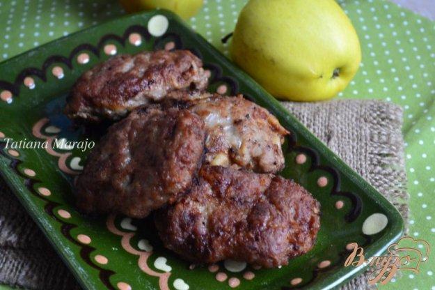 фото рецепта: Мясные котлеты с яблоком