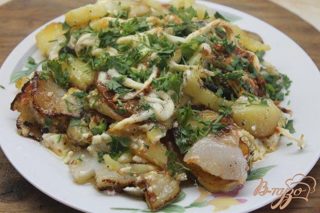 фото рецепта: Картофель с овощами и сыром жаренные в духовке