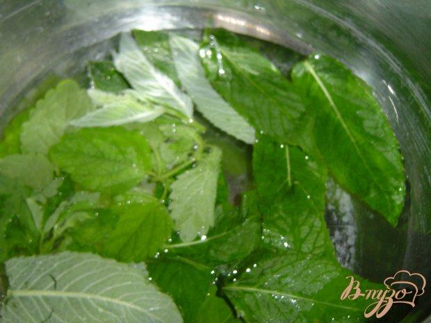 Рецепт Клубника под мятно-медовым соусом