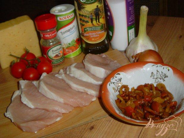 Рецепт Свинина с помидорами, опятами под сыром