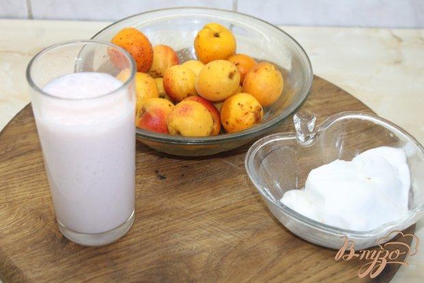 Рецепт Молочный коктейль с абрикосом и ванильным мороженым