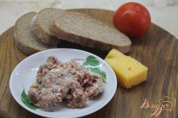 Рецепт Гренки с свиным фаршем и помидором под сыром