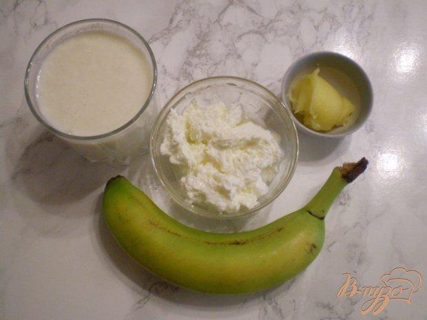 Рецепт Кисломолочный коктейль с медом, творогом и бананом