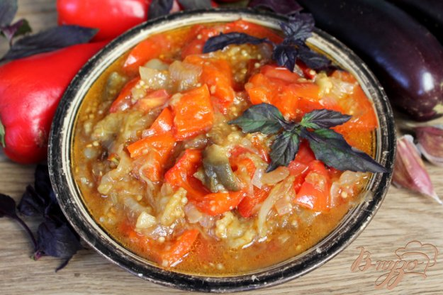 фото рецепта: Гювече из красного перца, баклажан и помидоров