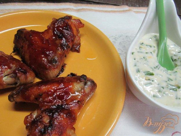 фото рецепта: Куриные крылья под кетчупом с соусом