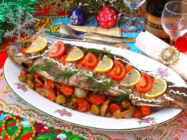 фото рецепта: Рождественский карп запечённый с овощами