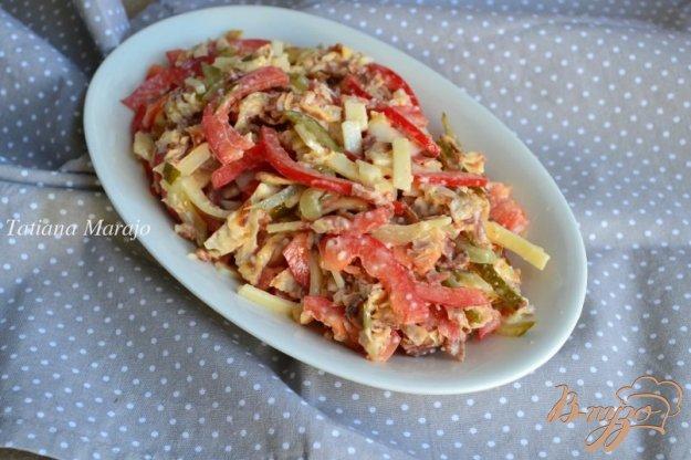фото рецепта: Салат с яичными блинчиками и беконом