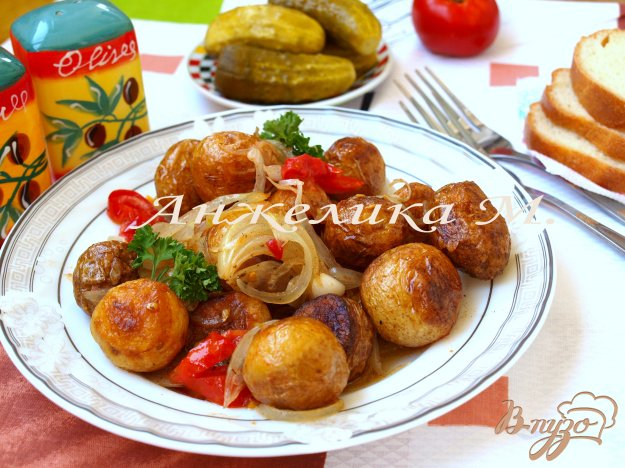 фото рецепта: Гарнир из молодого картофеля в сковороде