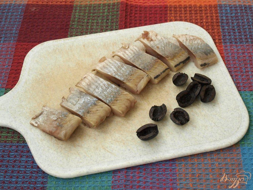 Гренки из чёрного хлеба с сельдью