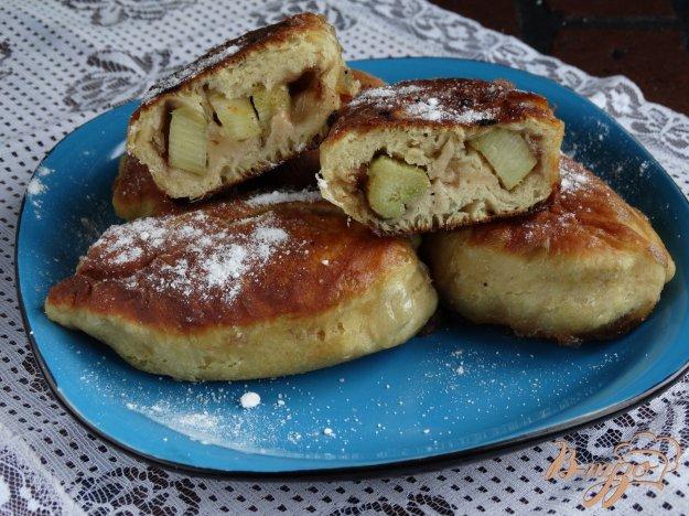 Смажені пиріжки з ревенем і грушею. Як приготувати з фото