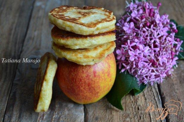 фото рецепта: Пшенные оладьи с яблоком