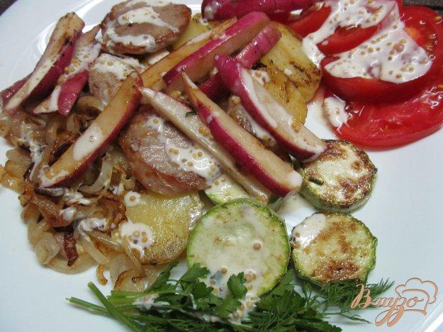 фото рецепта: Свинина с овощами под сметанным соусом