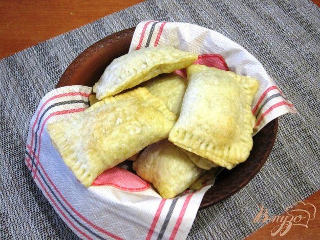 фото рецепта: Пирожки с капустой из слоеного теста