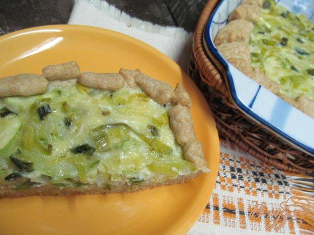 фото рецепта: Пирог с луком порей и кабачком