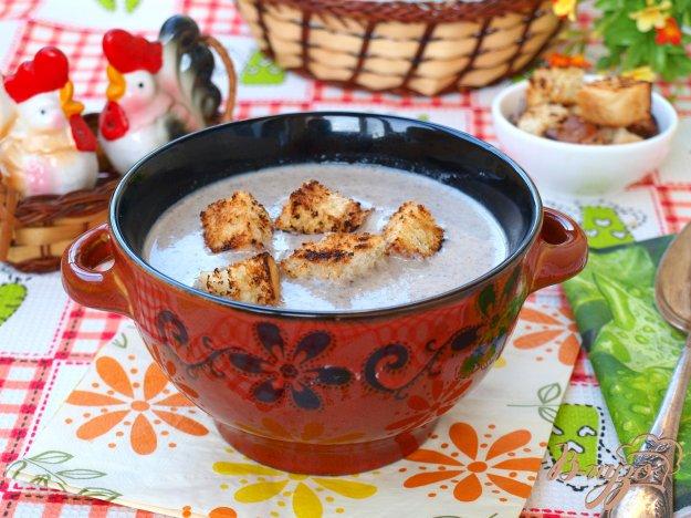 фото рецепта: Суп-пюре из шампиньонов с сухариками