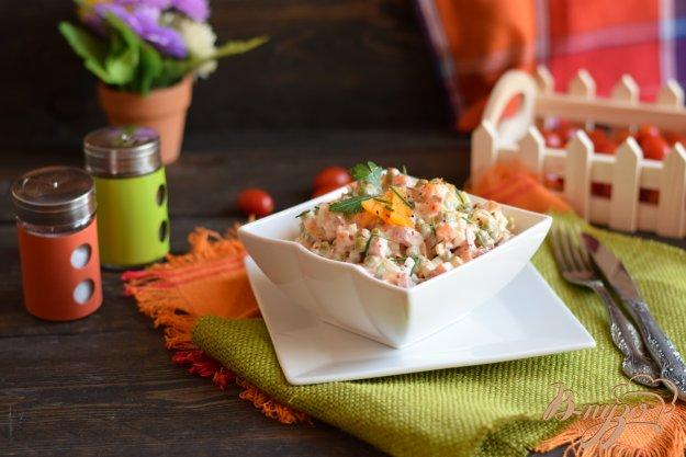 фото рецепта: Салат с чоризо и консервированным горошком