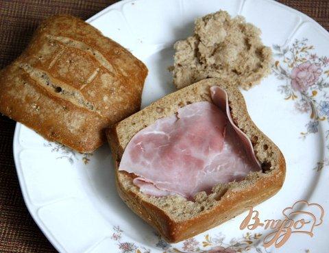 Рецепт Горячий завтрак в булочке за 2 минуты