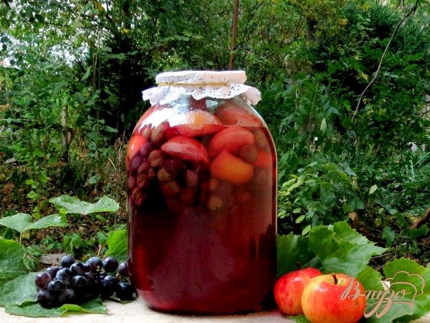 фото рецепта: Виноградно - яблочный компот.