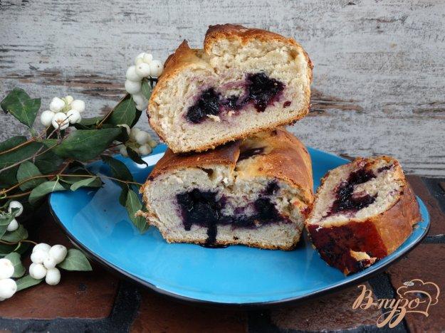 фото рецепта: Дрожжевой кекс с голубикой