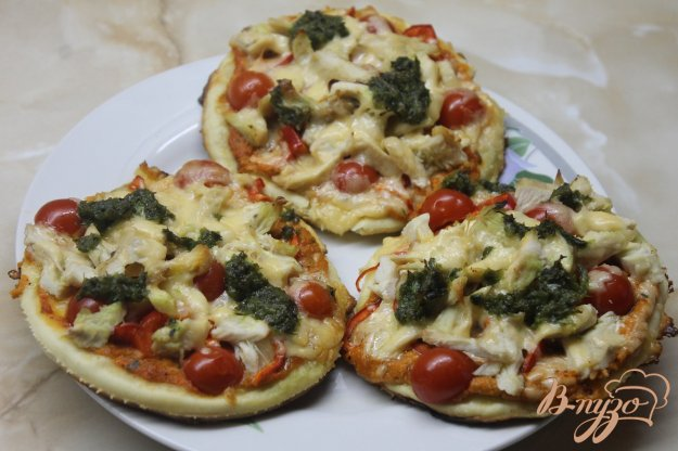 Міні піца з куркою і помідорами черрі. Як приготувати з фото
