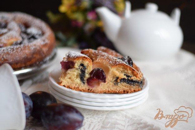 фото рецепта: Пирог с маком и сливами